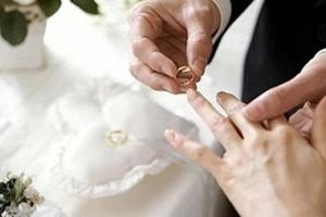 Phó Chủ tịch xã bị kỷ luật vì tảo hôn cho con