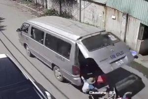 Ba học sinh tiểu học văng khỏi xe đưa đón: Vì sao cô giáo không báo cáo sự việc?