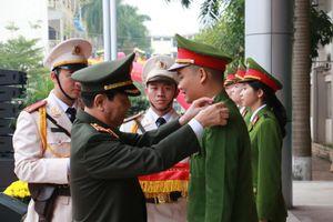 Phong hàm sĩ quan cho hơn 1.000 học viên tại lễ tốt nghiệp Học viện Cảnh sát Nhân dân