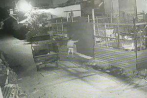 Hôm trước bị côn đồ vây chém, hôm sau bị trộm lấy 2 xe ba gác