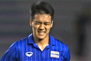 Tiền vệ Thái Lan rời sân sau bàn nâng tỷ số lên 6-0 trước Brunei