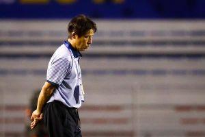 HLV Nishino lặng lẽ rời sân sau trận thắng 7-0 trước U22 Brunei