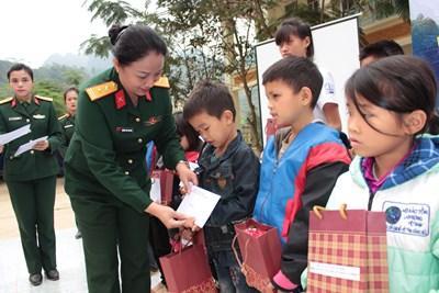 Phụ nữ LLVT Quân khu 1 tổ chức chương trình 'Đồng hành cùng phụ nữ biên cương'
