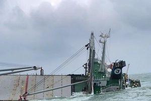 Tàu hàng nguy cơ chìm, cứu thành công 18 thuyền viên