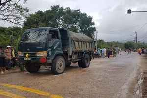 Va chạm với xe ben, người phụ nữ Bình Định bị cán chết tại chỗ