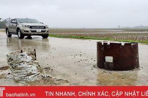Hiểm nguy rình rập từ những trụ bê tông 'canh giữ' đường làng