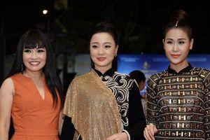 NSND Lan Hương, Trương Ngọc Ánh, Phương Thanh rạng rỡ tại thảm đỏ bế mạc LHP Việt Nam