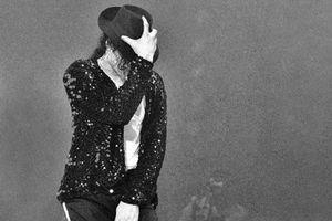 Đôi tất của Michael Jackson có thể bán được tới 35 tỷ đồng