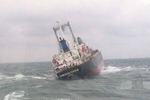 Sau cứu hộ 18 thuyền viên Thái Lan, đề phòng tràn dầu trên biển Hà Tĩnh