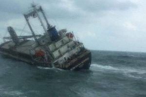 Hà Tĩnh: Cứu sống 18 thuyền viên Thái Lan gặp nạn