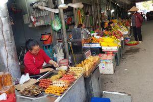 Hạn chế sử dụng túi ni lông ở chợ dân sinh: Cần có giải pháp từ gốc
