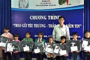 PC Khánh Hòa: Tặng 60 suất quà cho các hộ nghèo và học sinh nghèo học giỏi