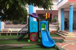 Bé 3 tuổi tử vong khi chơi cầu trượt: Đình chỉ ba cô giáo