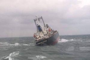 Hà Tĩnh: Cứu sống 18 người Thái Lan trên thuyền 9000 tấn sắp chìm