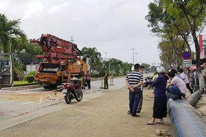 Đà Nẵng: Đường du lịch bị đào bới, người đi xe máy va vào xe bê tông tử vong