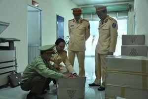 CSGT phát hiện lô hàng mỹ phẩm tiền tỷ không rõ nguồn gốc ở Hà Nội