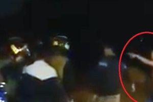 Clip: Bị xử lý vi phạm, nhóm thanh niên lao vào tấn công cảnh sát cơ động ở Hải Phòng