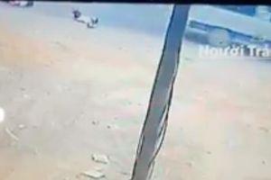 Vụ xe đưa đón lại 'làm rơi' 2 học sinh tiểu học ở Đồng Nai: Do khóa cửa sau không cẩn thận