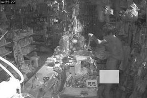 Nam thanh niên khỏa thân đột nhập nhà dân trộm cắp vì cần tiền đánh bạc