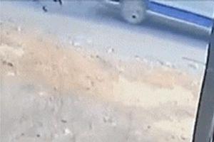 Hai học sinh Đồng Nai rơi xuống quốc lộ từ ôtô đưa đón