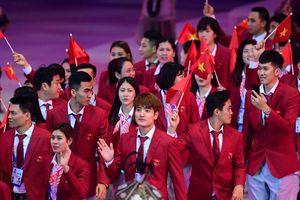 Đoàn Việt Nam diễu hành tại lễ khai mạc SEA Games 30