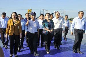Chủ tịch QH đánh giá cao vùng nuôi cá tra bằng công nghệ cao tại An Giang