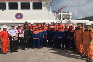 Tàu SAR 274 cứu nạn 11 thuyền viên tàu Toàn Phát 68