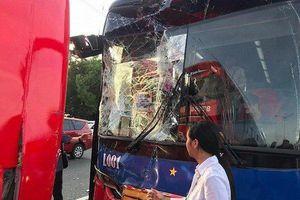 Xe chở đoàn Việt Nam gặp tai nạn trên đường đến dự khai mạc SEA Games 30