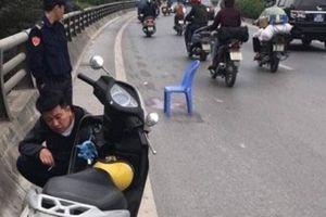 Hà Nội: Truy tìm xe bán tải gây tai nạn khiến con tử vong, mẹ bị thương