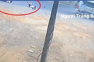 2 học sinh lại bị văng xuống đường từ xe đưa đón: Thông tin mới nhất