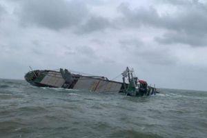 Họp khẩn vụ tàu gần 9.000 tấn sắp chìm trên vùng biển Hà Tĩnh