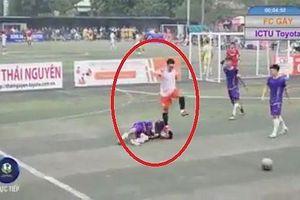 'Hình ảnh đạp lên mặt đối thủ mang tính chất phản cảm trong bóng đá'