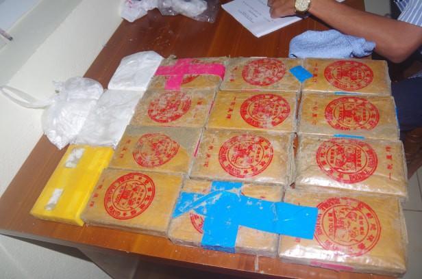 Hơn 20 bánh heroin trôi dạt vào bờ biển ở Quảng Nam