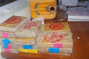 Người dân nhặt được 25 bánh heroin ngoài bờ biển