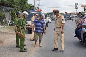Đồng Nai: Xe đưa đón học sinh lại tiếp tục làm rơi 2 cháu xuống đường