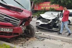 TNGT liên hoàn tại Quảng Ninh, xe Limousine Phúc Xuyên nát đầu