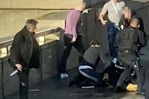 Khủng bố IS nhận trách nhiệm vụ tấn công bằng dao trên cầu London