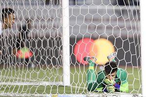 Thủ môn Bùi Tiến Dũng nói gì sau trận thắng nhọc U22 Indonesia?