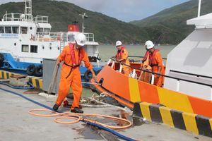 Vụ tàu hàng chìm trên biển Quy Nhơn: Gấp rút chuẩn bị phương án xử lý dầu tràn