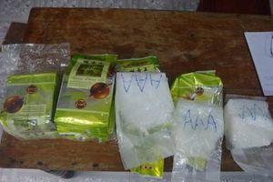 Phát hiện 8kg ma túy dạt vào biển