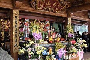 Dâng hương tưởng niệm ngày hóa của Đức Thánh Tản Viên Sơn