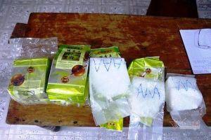 15 gói bột trắng in chữ Trung Quốc, nghi ma túy đá dạt biển miền Trung