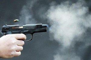 Hé lộ danh tính kẻ ngông cuồng rút súng bắn vào nhà đối thủ khi đi đòi nợ