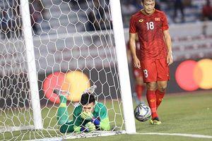 Clip: Cận cảnh tình huống Bùi Tiến Dũng mắc sai lầm, 'tặng' bàn thắng cho Indonesia