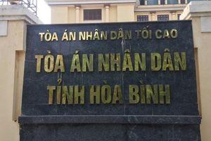 Hòa Bình: Đình chỉ công tác Chánh văn phòng TAND huyện trốn truy nã 26 năm