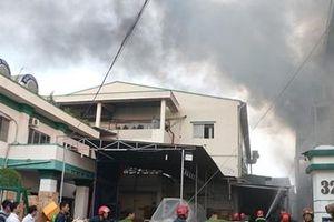 Cháy lớn ở công ty sản xuất bánh kẹo