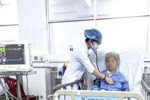 Cứu sống cụ bà 80 tuổi bị u tim nguy kịch