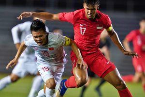 Quang Hải bị đau rời sân sau gần 20 phút gặp Singapore