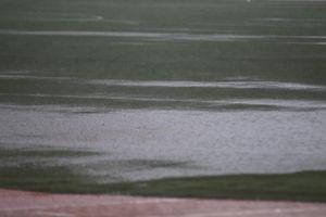 Sân Rizal Memorial ngập trong nước trước giờ diễn ra trận đấu của U22 Việt Nam