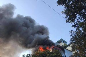Hà Nội: Cháy lớn ở quán karaoke Nhất Thống trên phố Thi Sách